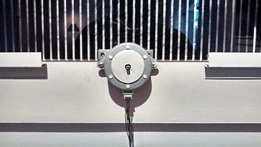 Damián Miroli - Escena con 3 escanimaciones controladas por Arduino, motor paso a paso - 2015