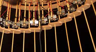 Damián Miroli - Maquina Prosaica #1, detalle de control por electroimanes